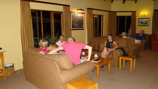 Montusi Mountain Lodge: Part of the large lounge