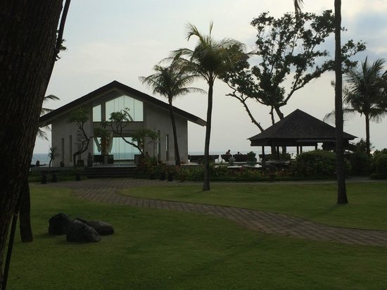 The Seminyak Beach Resort & Spa : Probably where they have the weddings. Perfect since it overlooks the beach.