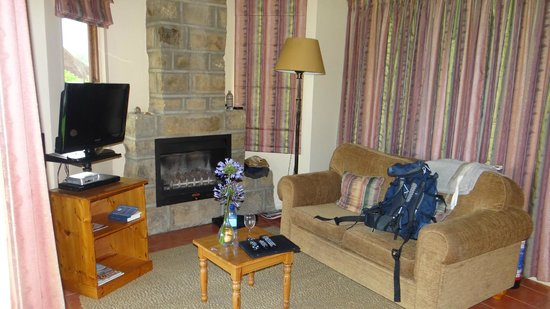 Montusi Mountain Lodge: There is a nice settee, TV with DVD Player and a Fireplace