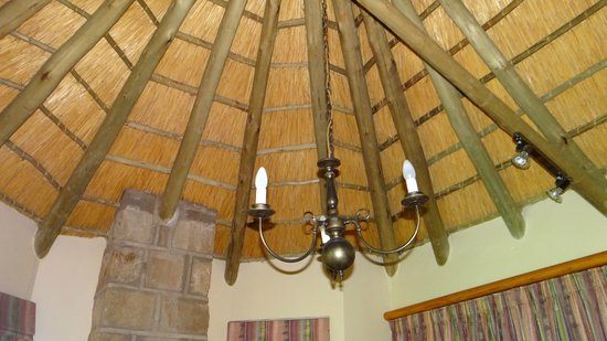 Montusi Mountain Lodge: The rooms have high ceiling with excellent overhead lighting