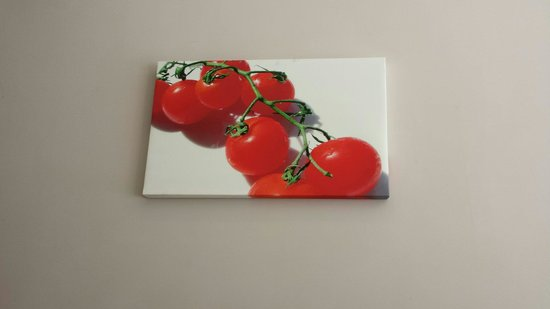 Carpe Diem: Paintings decorate the walls