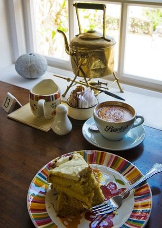 Tea and Garden Rooms: coffee & lemon drizzle..aahh