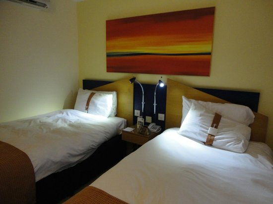 Holiday Inn Express Derby Pride Park: Twin room
