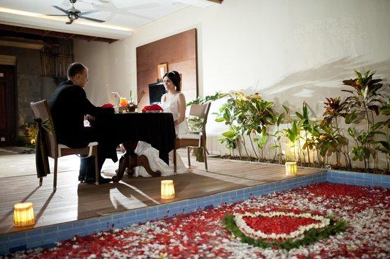 Desamuda Village: Romantic dinner in our private villa