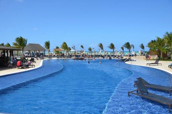 Royalton White Sands Resort : Piscine