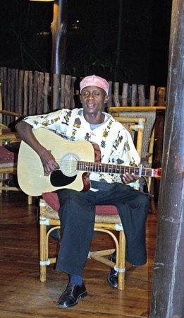 Mara Simba Lodge: entertainment in the bar