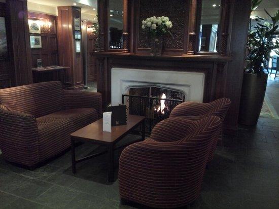 Copthorne Hotel Cardiff-Caerdydd: Pleasant reception area