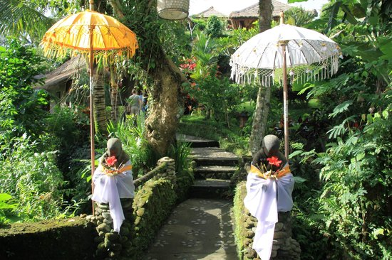 Surya Shanti Villa : Entrée de l'hôtel
