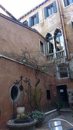 Hotel San Moise: Внутренний двор