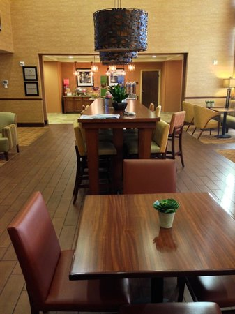 Hampton Inn & Suites Scottsdale/Riverwalk : Breakfast area