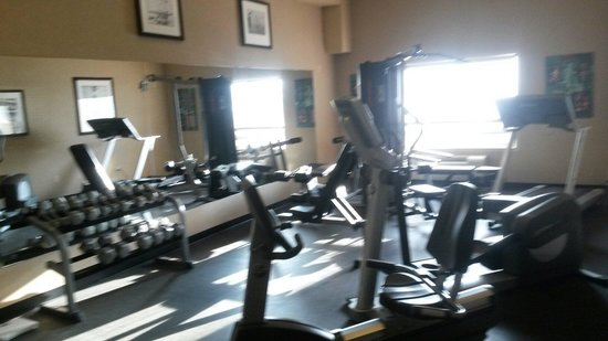 Ramada Airdrie Hotel and Suites: Fitness center