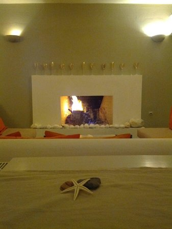 Kanale's rooms & suites: Winter time at Piperato BarRestaurant.