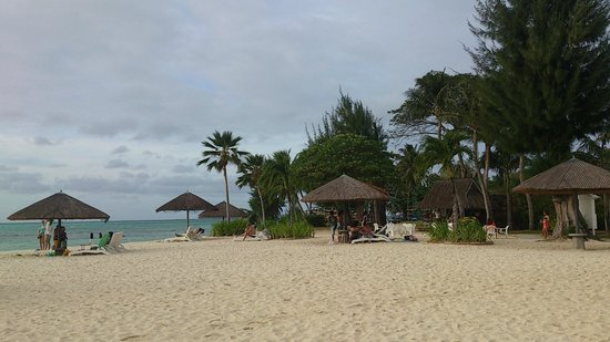 Hyatt Regency Saipan: ホテルのビーチ