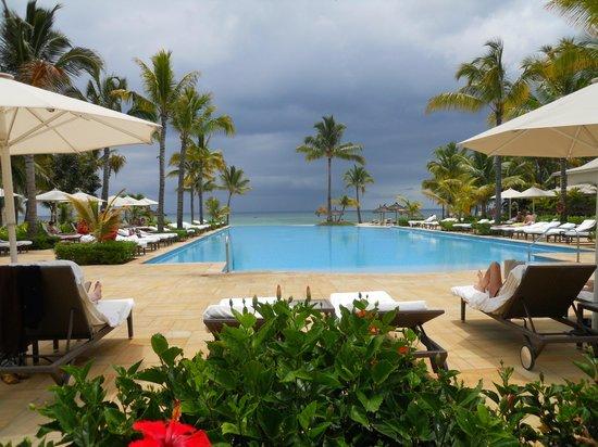 Sugar Beach Golf & Spa Resort: une des piscine face à la plage