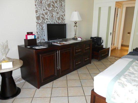 Sugar Beach Golf & Spa Resort: la chambre coté minibar