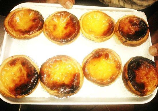 Saraiva's Restaurant: Traditional Portuguese custard tarts