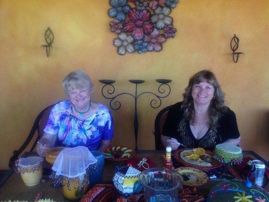 Hacienda Linda: outdoor breakfast