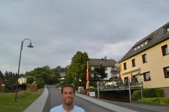 Hotel zur Burg: Rua tranquila