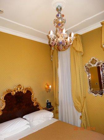 Hotel San Moise: Муранская люстра