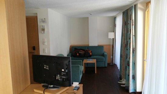 Hotel Aristella swissflair: Wohnzimmer der Suite