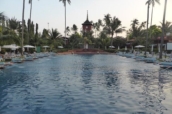 Imperial Boat House Beach Resort, Koh Samui: The massive beach-side  Boat-shaped pool