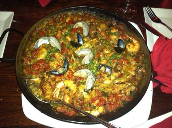 Firefly Kitchen & Bar : seafood paella