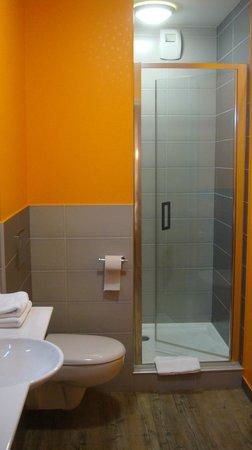 Hotel les Deux lacs: salle de douche