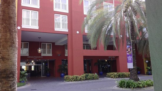 Renaissance Curacao Resort & Casino: Front of the hotel