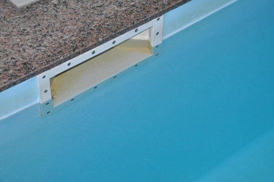 Hotel Bringue: Pas de cache de porte de skimmer !!!