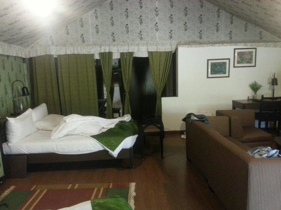 Olde Bangalore Hotel & Resort: Tent house interiors
