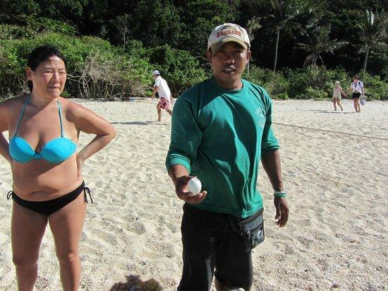 Yapak Beach (Puka Shell Beach): balut man