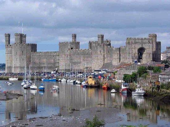 Chilterns: Caernarfon Castle