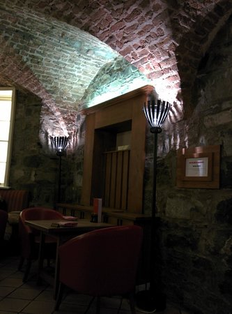 The Merrion Hotel: Cellar dining room and bar (Soup... do not miss the soup. Didn't seem to matter which soup. GREA