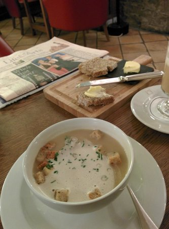 The Merrion Hotel: Amazing Soup and house made breads for lunch.