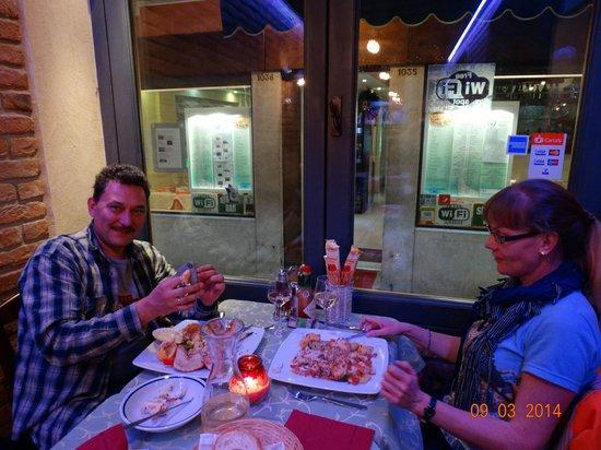 Trattoria Pizzeria da Gioia: Хорошо сидим
