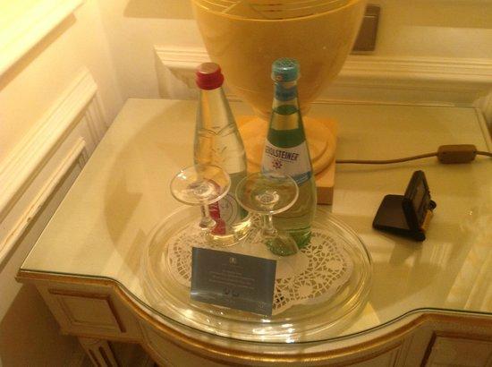 Hotel Koenigshof : Mineralwasser aufm Zimmer, kostenlos
