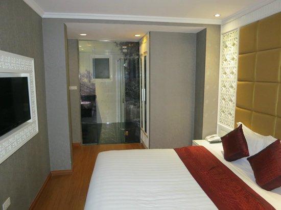La Belle Vie Hotel : Прозрачная дверь