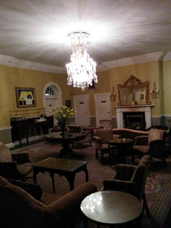 The Merrion Hotel: Just one of the receiving rooms. Dressed for high-tea, breathtaking - sophisticated evening drin