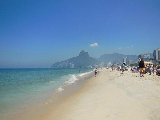 Caesar Park Rio De Janeiro Ipanema Managed by Sofitel: Ipanema Beach looking west