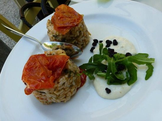 Pantopoleio Kali Orexi: The Great Stuffed Tomatoes