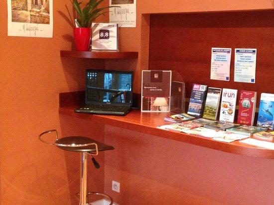 Hotel Le Relais Saint Jacques : COIN ORDINATEUR CLIENT
