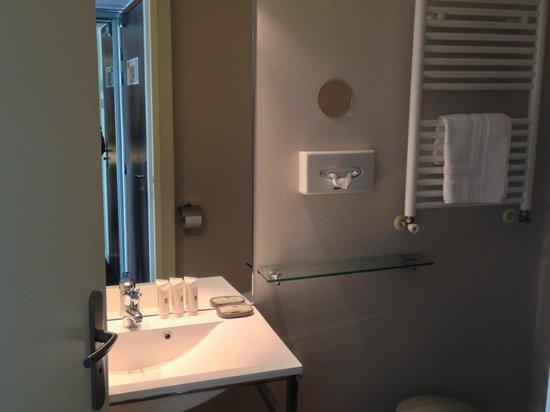 Hotel Le Relais Saint Jacques : SALLE DE BAINS