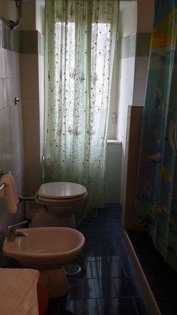 B&B Palazzo Anticaglia Luxury Napoli: primo bagno uso comune