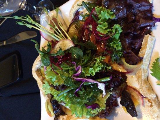 Ninyo Fusion Cuisine: yummy healthy salad