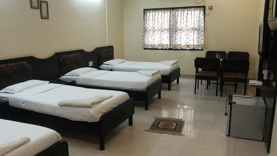 Suhashini Palace: 4 beded a/c room no 104 specious
