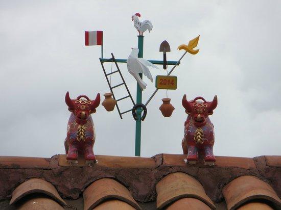 Hotel Rumi Punku : bois de Pucara no telhado
