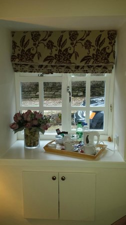 South Craighall B&B: One of the two windows in my room. Check out the yummy tray!
