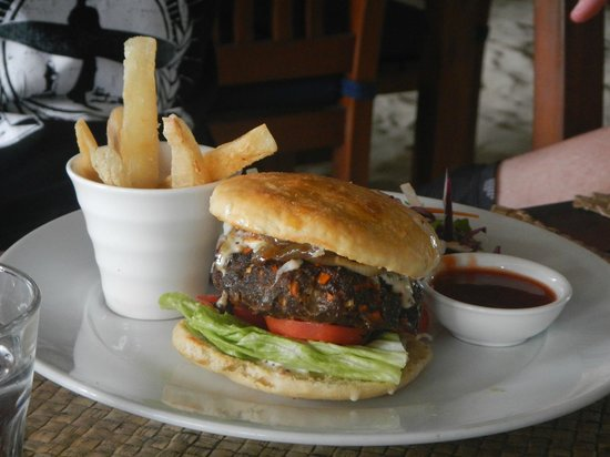 Blue Lagoon Beach Resort : Lunch Bula Burger