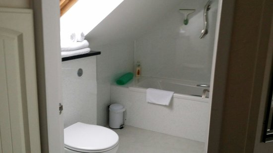 Kerr Cottage: A bathroom