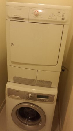 PARKROYAL Serviced Suites Kuala Lumpur : Washer and dryer for use